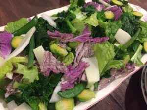 当ファームで栽培している野菜オンリーで作ったサラダ